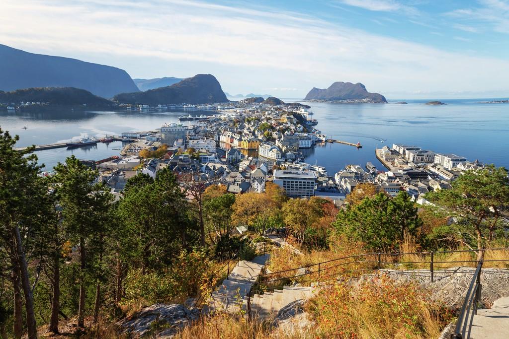 Hurtigruten - Havila: alesund toke matthias riskjaer fjord norway