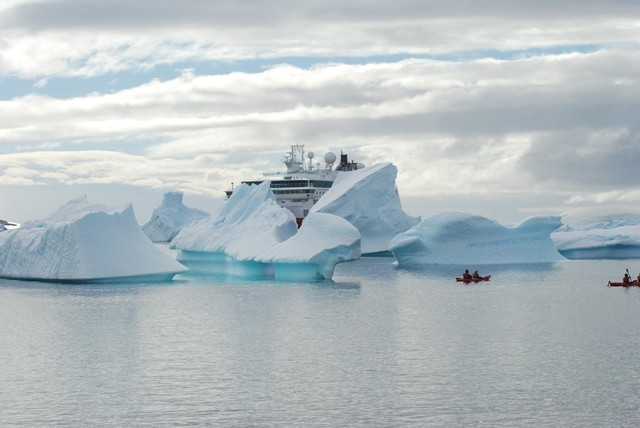 Expeditionen: eisberge thomas haltner hurtigruten