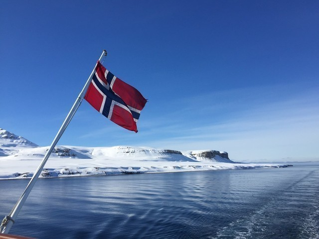 Expeditionen: flagge schnee morel antony hurtigruten