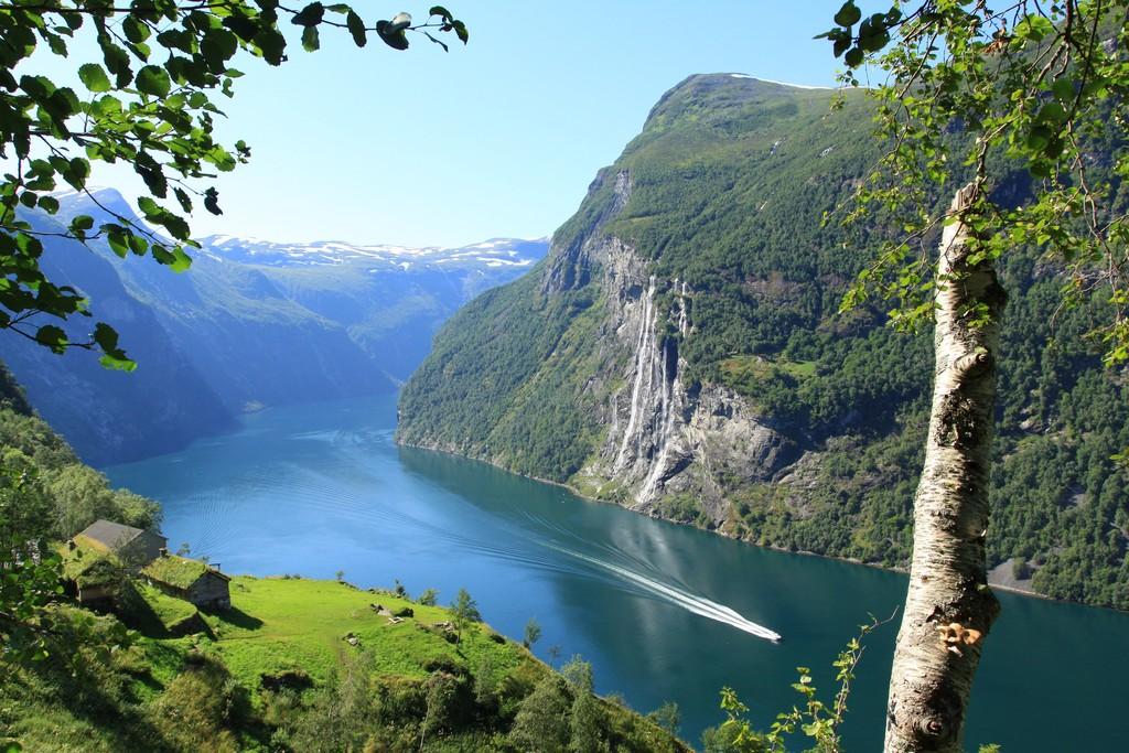 Hurtigruten - Havila: geirangerfjord paul edmundson  pauledmundson com fjord norway