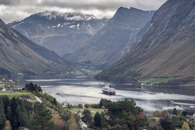 hjorundfjord-oerjan-bertelsen-hurtigruten