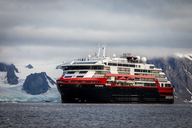 Expeditionen: ms roald amundsen oscar farrera hurtigruten