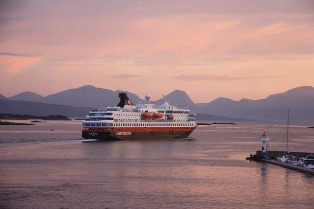 Hurtigruten - Havila: sonnenuntergang ms nordnorge claus mustert hurtigruten