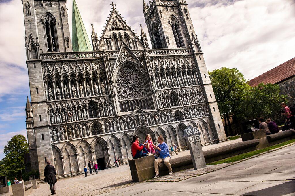 Rundreisen: nidaros cathedral trondheim ch visitnorway com