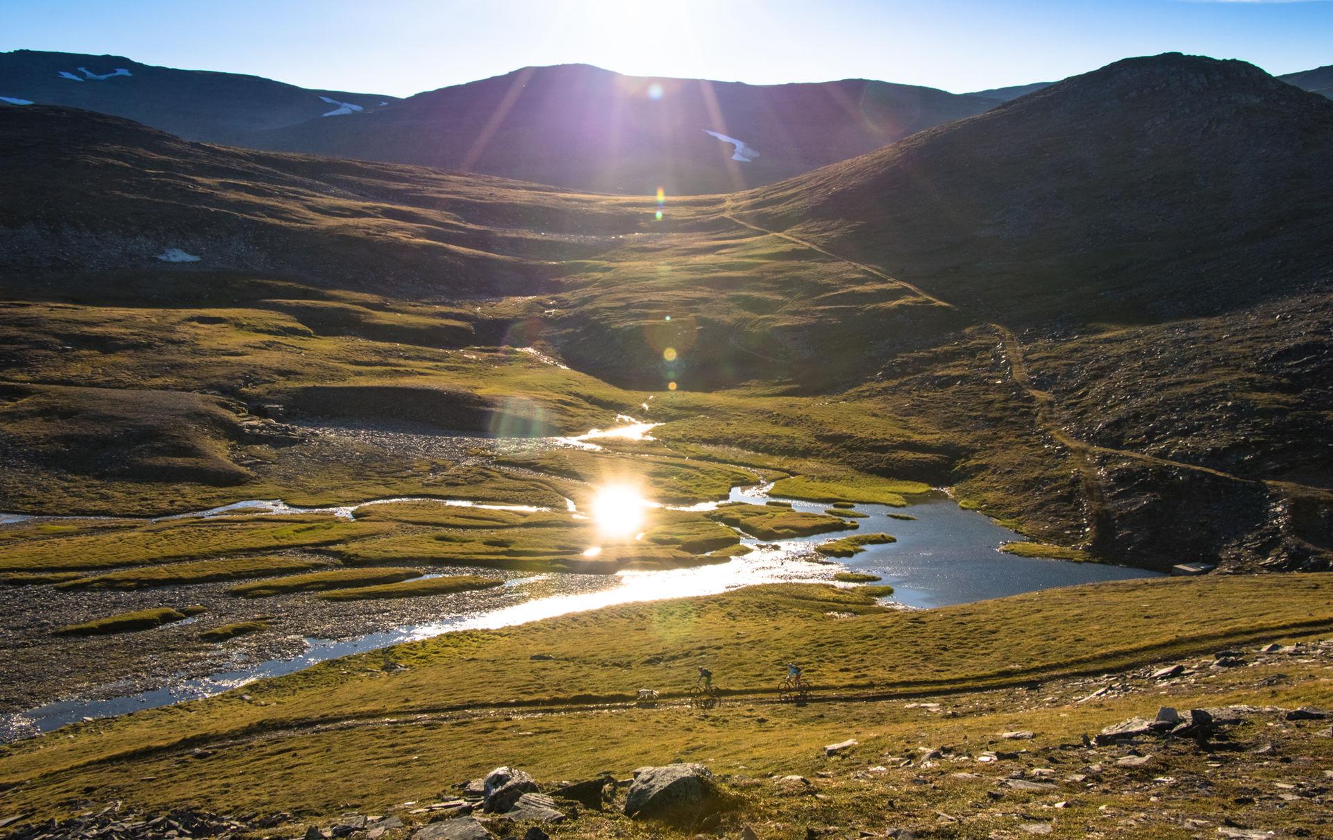 Städtereisen: lyngenalpen sommer anna rieblova  visit lyngenfjord com