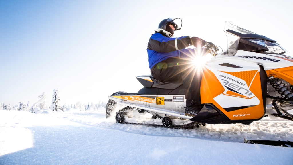 Winter: snowmobile vuokattisafaris