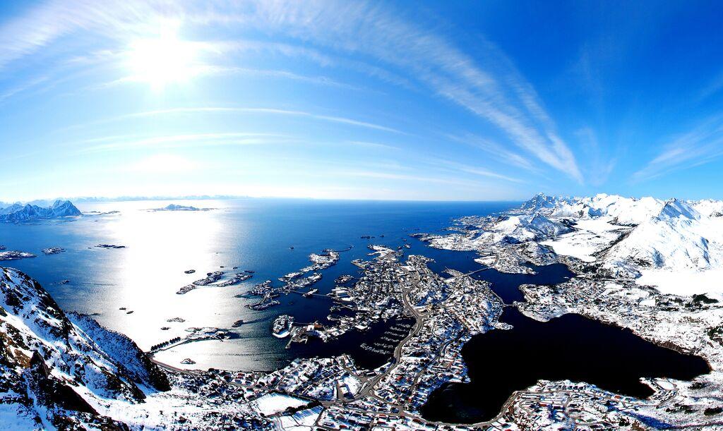 Winter: svolvCAr lofoten c visitnorway com