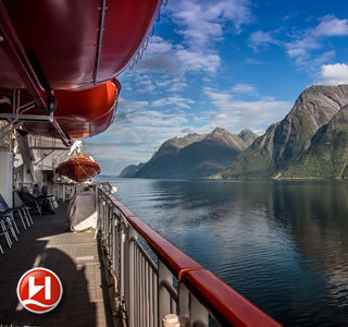 Rundum-Sorglos-Angebot: Bergen-Kirkenes-Bergen inklusive Flug